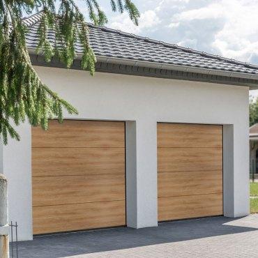 Moderne und luxuriöse Doppelgarage an einem Wohnhaus